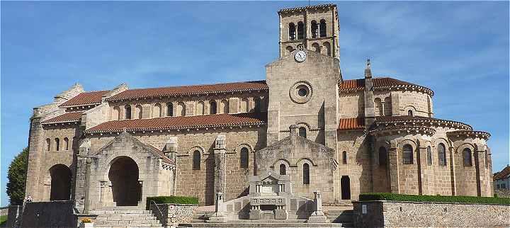 Art roman en france for Eglise romane exterieur