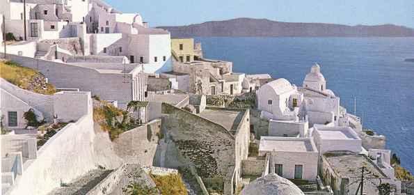 Santorin dans l'archipel des Cyclades