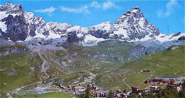 Vue de Breuil-Cervinia et de la face Sud du Matterhorn (Cervin)