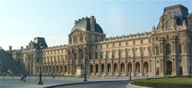Aile Méridionale Du Louvre : Pavillon Denon Au Centre