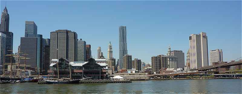 New-York: Sud-Est de Manhattan, � droite d�part du Brooklyn Bridge