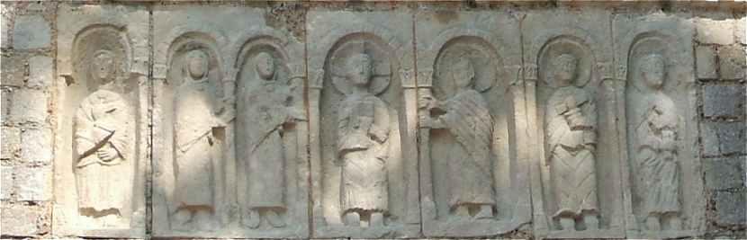 Statues du Christ et des six apôtres